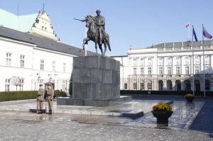 Gdzie stanie pomnik smoleński? Duda chce spotkać się z Gronkiewicz-Waltz