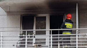 """Pożar mieszkania na Mokotowie. """"Mężczyzna ewakuowany z balkonu"""""""