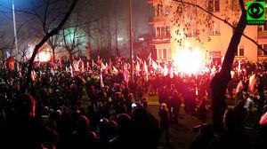 """""""Zbroja, spier***my"""" to za mało, by skazać za podpalenie na marszu"""