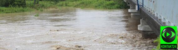 Przybierają rzeki na Podkarpaciu. Podtopione domy, zalane drogi