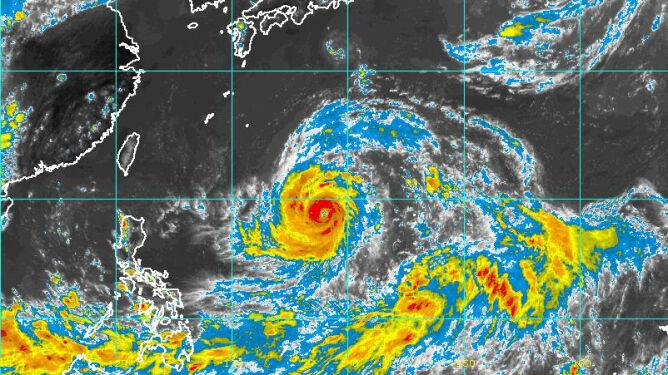 Wieje nawet ponad 350 km/h. Nad Pacyfikiem szaleje najsilniejszy supertajfun w tym roku