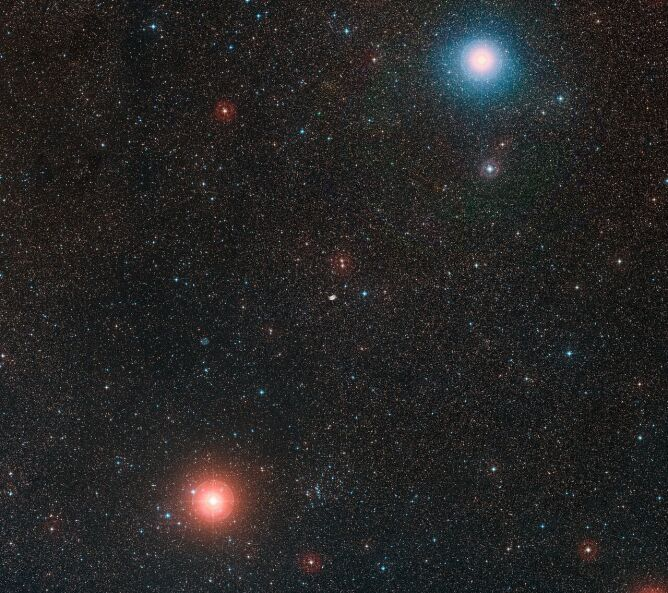 """Niebo wokół """"kosmicznego motyla"""" (ESO/Digitized Sky Survey 2)"""