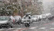 Śnieg spowodował utrudnienia na drogach (PAP/EPA/ABEDIN TAHERKENAREH)