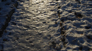 Opady śniegu i silny mróz. Temperatura w górach może spaść do -20 stopni