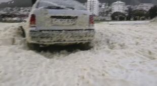 Morska piana zalała Kapsztad